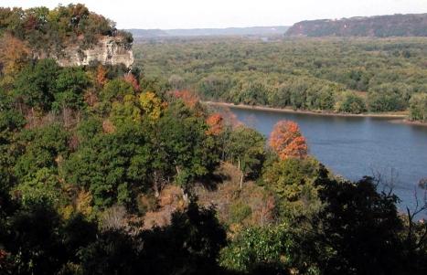 EM2-60DC4536-155D-4519-3E6B5565862AA293-View of Hanging Rock-NPS-Effigy Mounds